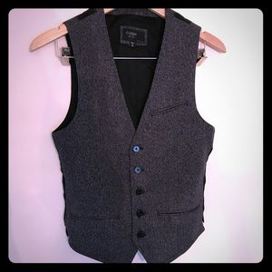 Men's gray and black vest by GUESS